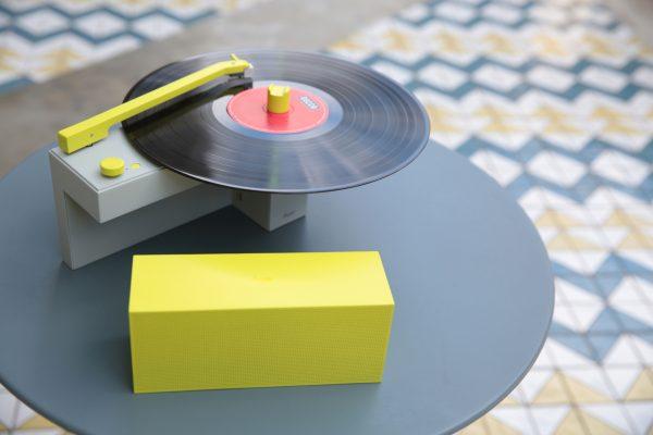 一台主攻 90 後的黑膠藍芽音響:HYM 新品「DUO」音響,合體可放黑膠、分開可聽藍牙!