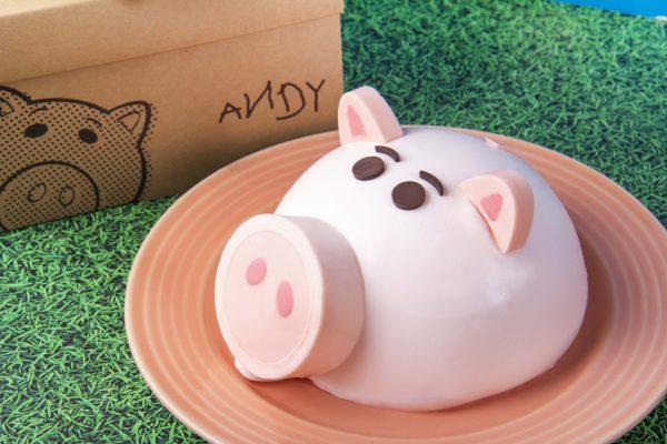 BAC x 玩具總動員限量「Hamm豬撲滿」蛋糕,用眼睛開吃!