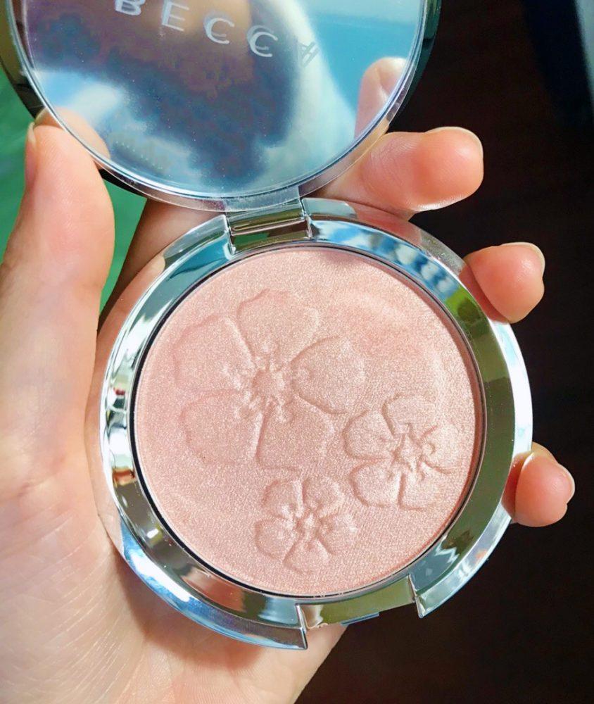 這溫柔色調是讓人準備戀愛了嗎?Becca韓系木槿花粉色腮紅,藏有花語的心思也太可愛!