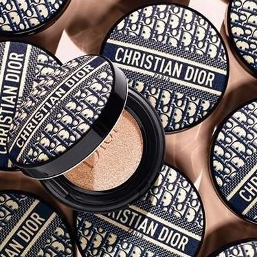 值得收藏!Dior搶先公開2020年限量「復古老花氣墊粉餅」,將經典蒙田包變身絕美底妝