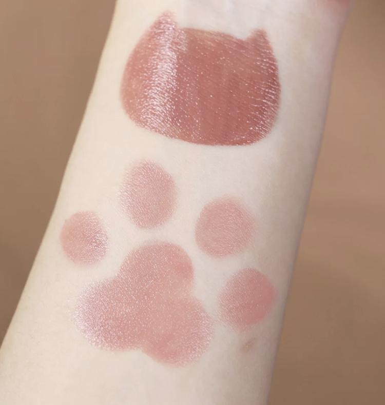 氣質的代表色!『蜜桃奶豆沙』唇頰萬用膏,溫柔可愛的微閃色調怎能不收?