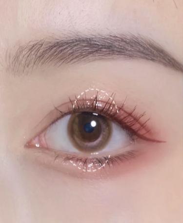 靠這顆單色眼影走跳!淡漠『蔓越莓粉金』,用手指隨意抹就能完成好看眼妝~