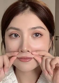 拒絕苦瓜臉!5招按摩手法改善嘴角下垂,輕鬆練就少女感『微笑唇』~