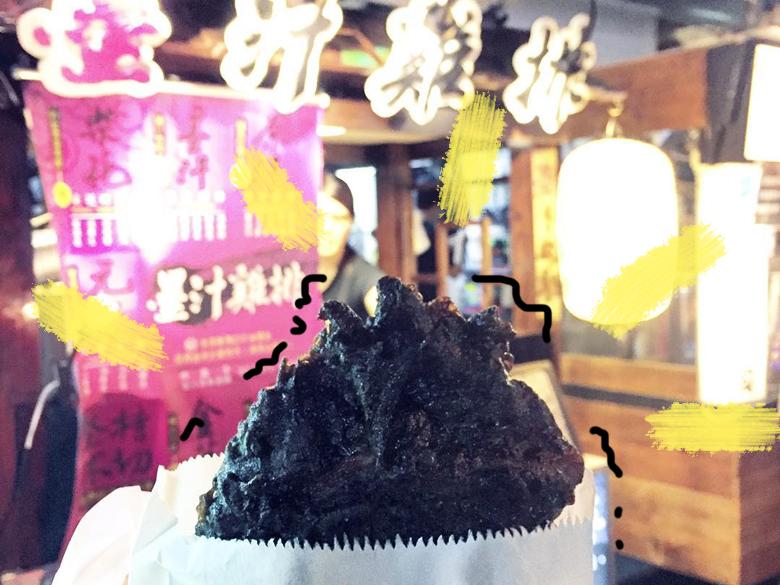 台灣人最愛的雞排,殺出一位黑馬!最近大獲好評的黑嚕嚕墨汁雞排,真的太犯規!
