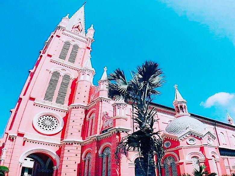 這麼夢幻的城堡竟然是這城市中的教堂!現在知道還不算太晚,必須把它放到旅遊清單呀!
