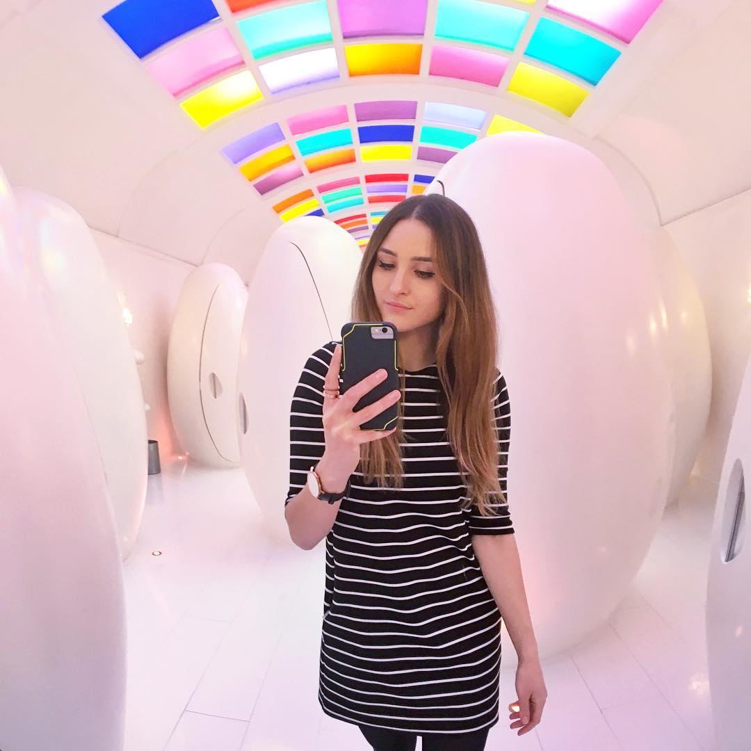 想當年最愛跟姊妹在廁所拍照了,看到這個超Q設計我又忍不住想拍一萬張了!