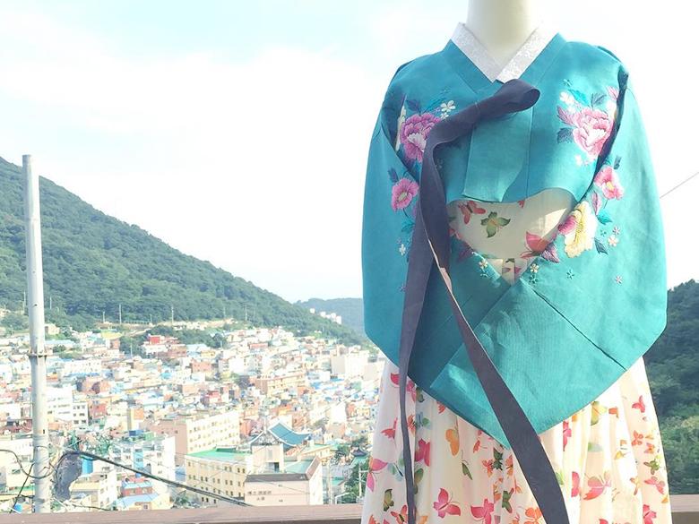 釜山韓服特輯VOL.2~就在必去打卡景點「甘川洞」附近,穿上韓服暢遊在彩色的繽紛世界中!