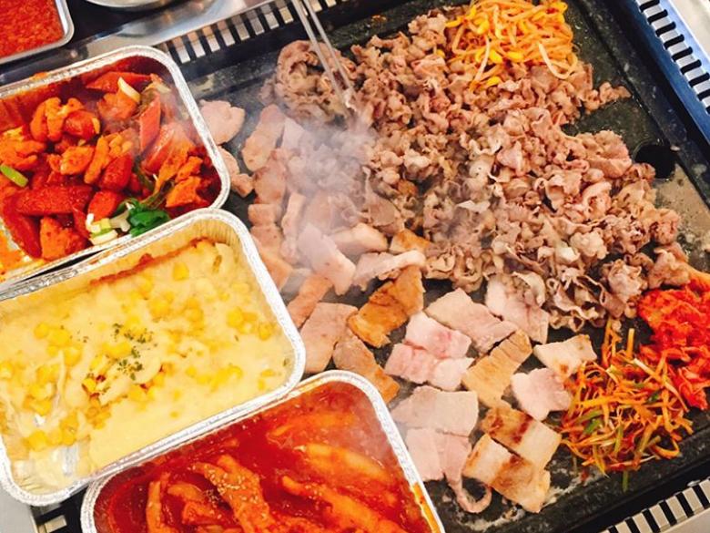 去韓國不要再吃一般烤肉店了,五種一次滿足,弘大隱藏版超浮誇的「花豬gallery」!