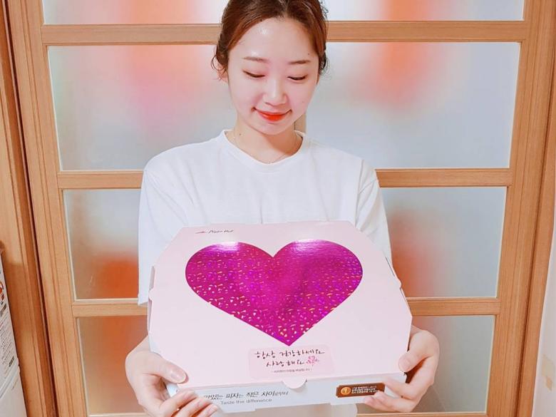韓國歐巴們表白最新招式~SNS上瘋狂洗版的Pizza Hut「愛心」披薩!